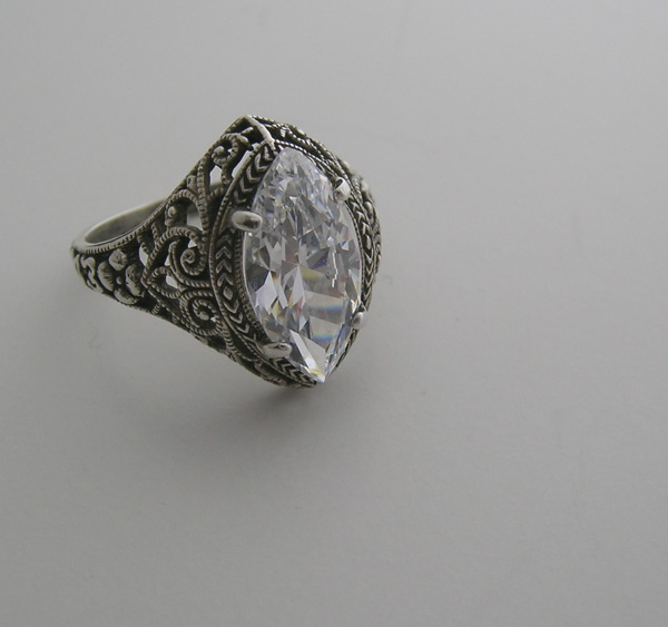 marquise-vintage-engagement-ring