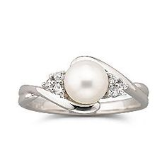 pearl-engagement-ring